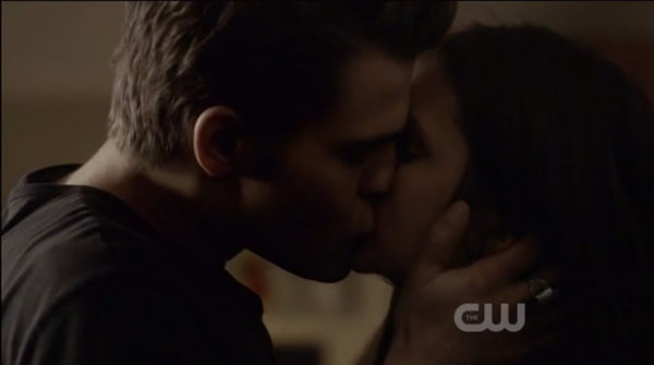 Stefan and Elena kiss (THE VAMPIRE DIARIES)