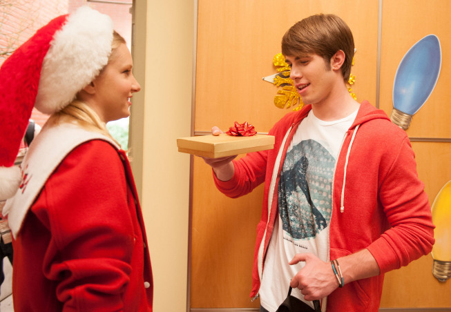 GLEE: 'Glee, Actually'