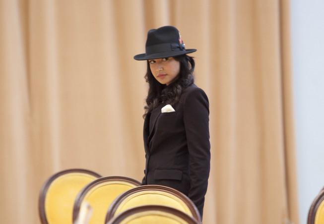 Hello hottness! Santana (Naya Rivera) in the MJ episode